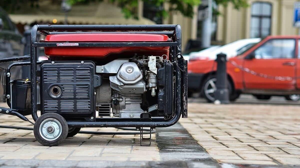 داخل ژنراتورها از سیستمهای خنک کننده مناسب استفاده میشود.    موتور ژنراتور