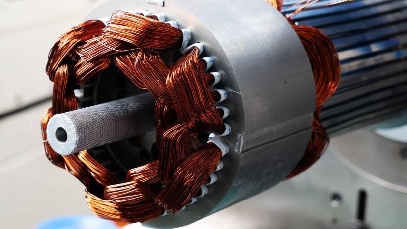 الکتروموتورها در انواع متفاوتی و با ویژگیها و کاربردهای گوناگونی تولید میشوند.