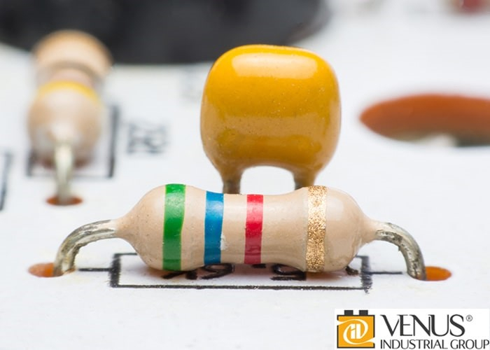 اندازهی مقاومت الکتریکی با رنگ های خاصی نشان داده میشوند.